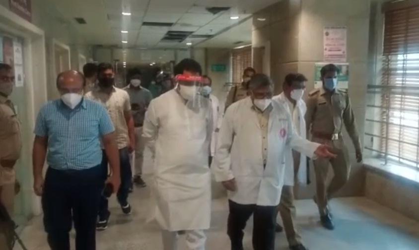 पंकज सिंह ने किया चाइल्ड पीजीआई अस्पताल का दौरा, सीएमओ से पूछे यह सवाल