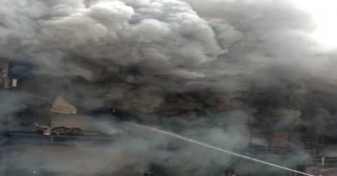 लाजपत नगर की सेंट्रल मार्केट में भीषण आग से करोड़ों का नुकसान, दमकल की 30 गाड़ियों ने पाया काबू