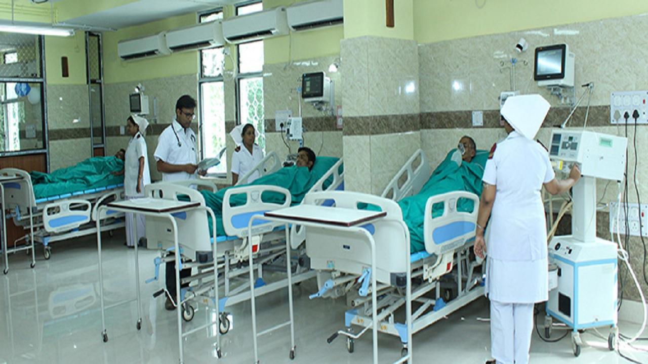 गौतमबुद्ध नगर के कोविड अस्पतालों में कम हुई बेड की मारामारी, व्हॉट्सएप पर हॉस्पिटल दे रहे जानकारी