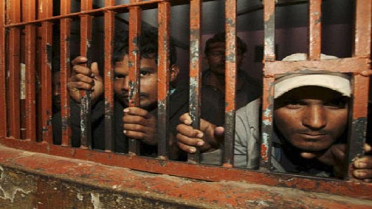 देश की जेलों में बंद 27 फीसदी कैदी अशिक्षित, 41 प्रतिशत दसवीं भी उत्तीर्ण नहीं, पढ़ें पूरी रिपोर्ट