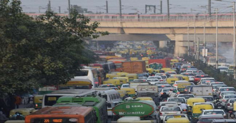 यूपी-दिल्ली बॉर्डर पर भीषण जाम में फंसे हजारों वाहन, 200 पुलिसकर्मियों ने संभाला मोर्चा